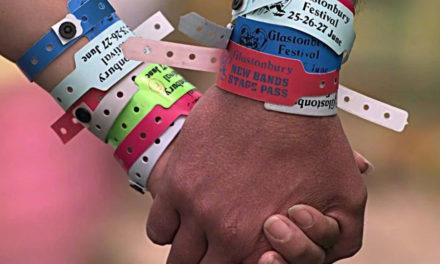 Vive la musique avec le bracelet de concert personnalisé !