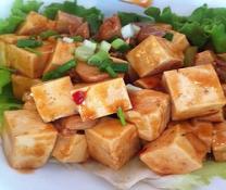 La place des herbes aromatiques, condiments, épices dans les plats asiatiques