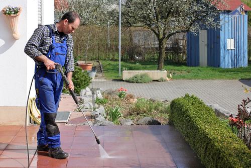 Nettoyez votre maison, engagez des professionnels