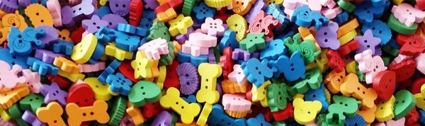 Des boutons originaux prenant la forme de petit coeur, d'étoile et de petit os.