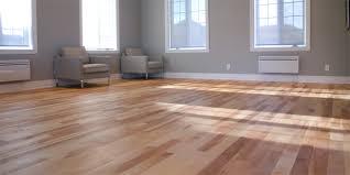 Nettoyer les revêtements de sol en bois