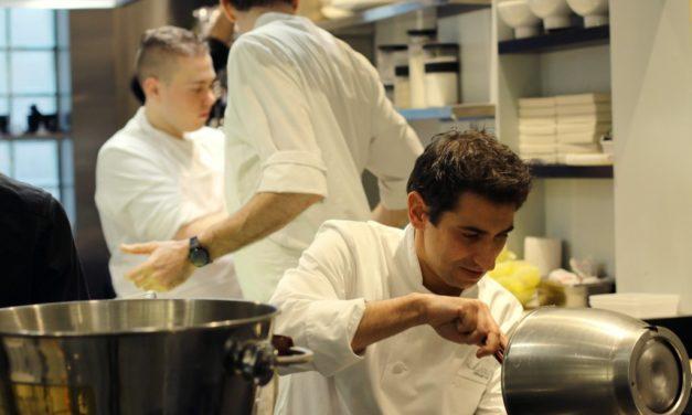 Professionnels et particuliers : pourquoi porter une tenue de cuisine ?