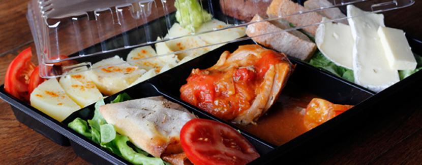 Plateau repas pouvant être livré à domicile.