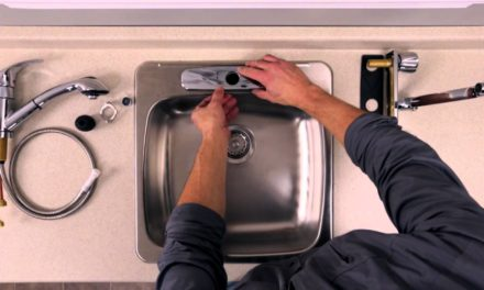 Installation de robinet de cuisine par un professionnel