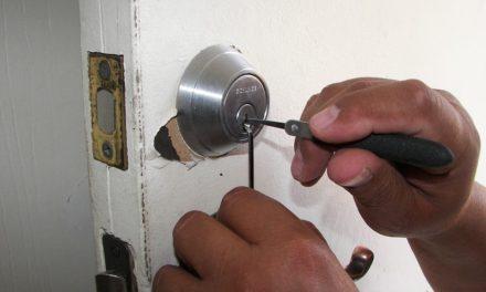 Les bonnes astuces pour ouvrir une porte claquée