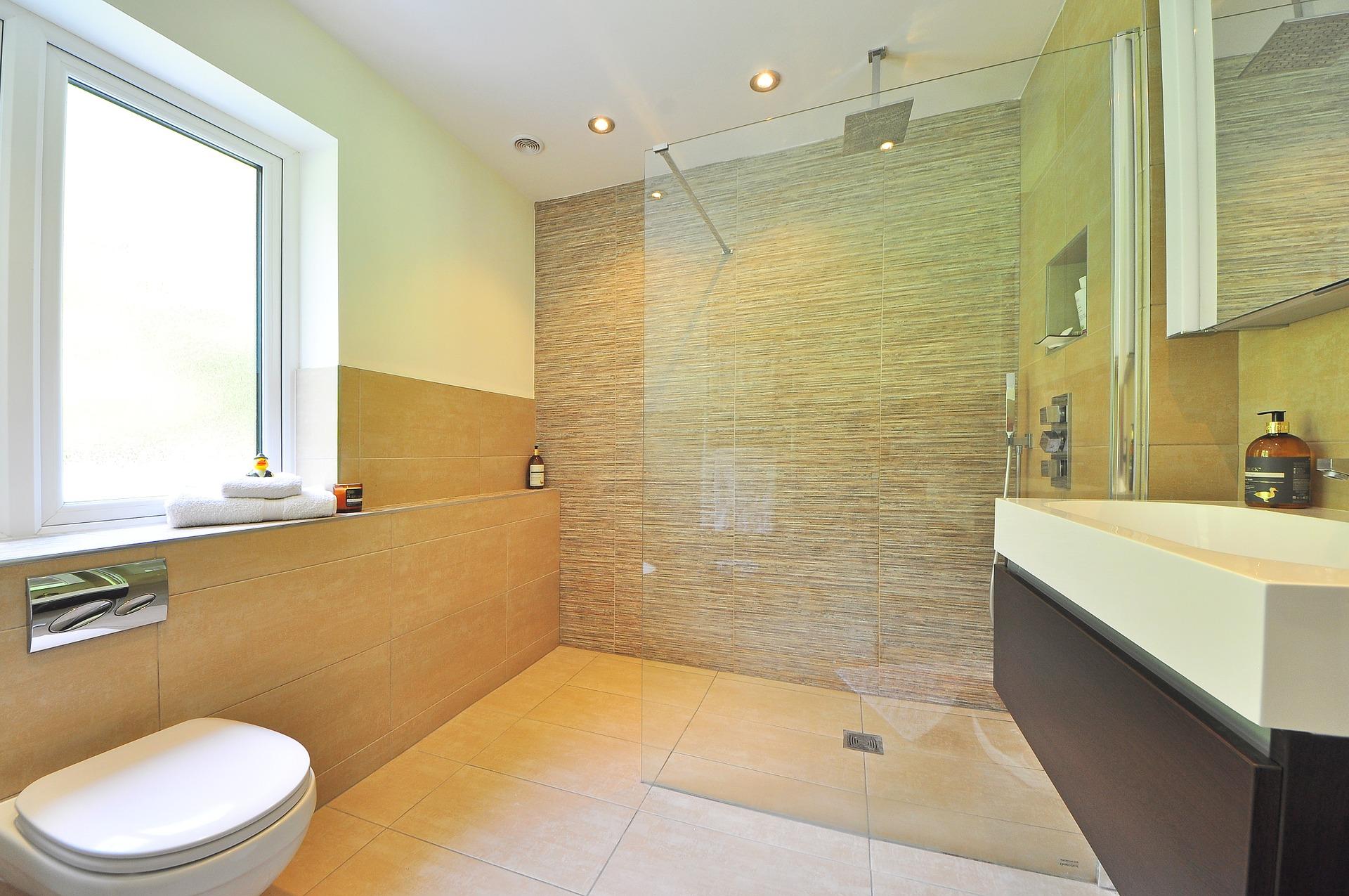 Salle de bain avec mosaïque.
