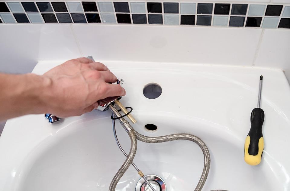 Des conseils pratiques pour l'entretien de la plomberie de votre maison et ses sanitaires