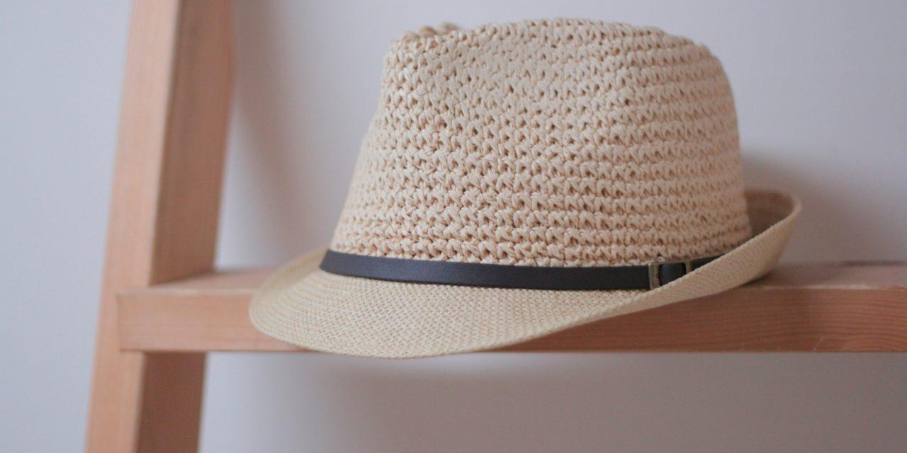 Porter un chapeau avec style